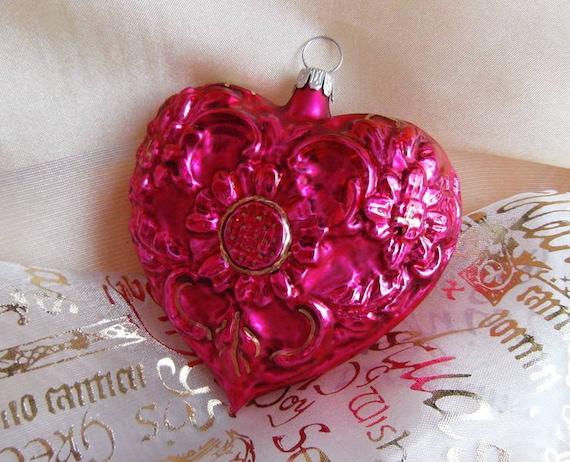 Rote Christbaumkugeln Glas.Schones Rotes Herz Aus Glas Als Dekoration Christbaumkugeln Aus Lauscha Fur Das Weihnachtsfest
