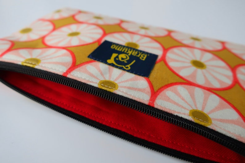 Brakumo. Handy Makeup bag with a retro goldpink flower print and red lining