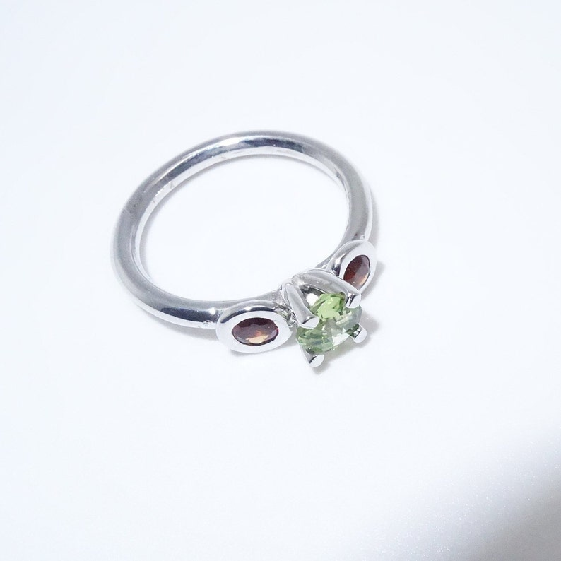 Silver ring with garnet and olivine stones