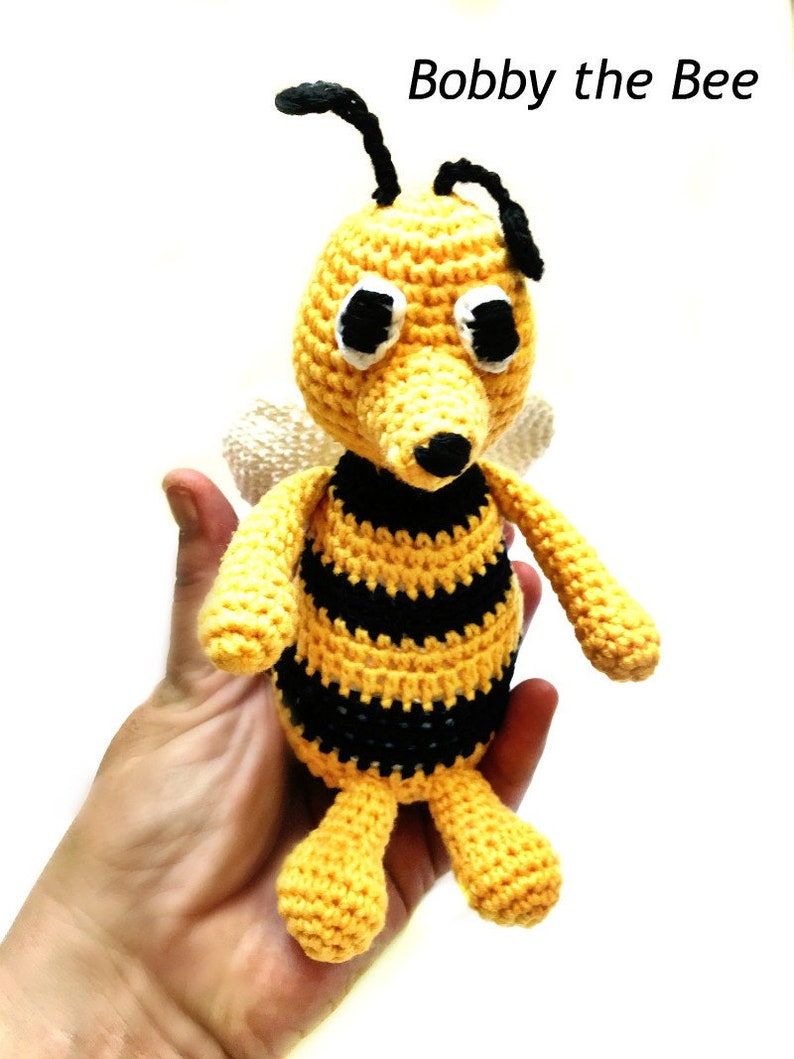 Amigurumi Bees Pattern: Bumble & Queen Bee - All About Ami | 1059x794