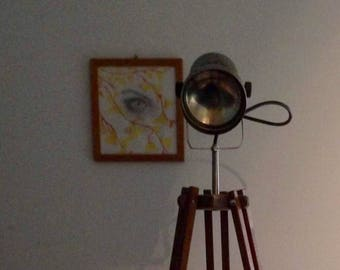 Wooden tripod lamp with spotlight