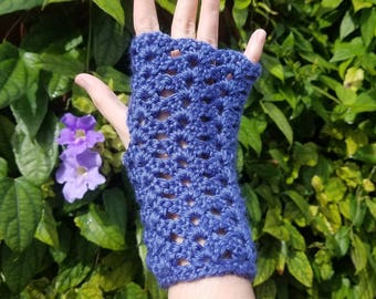 Ladies Pretty Blue Lacy Fingerless Gloves with Scalloped Edge