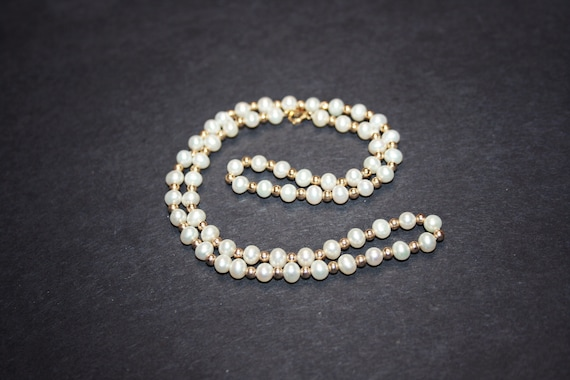 Vintage 14k Gold and White Pearl Necklace - image 2