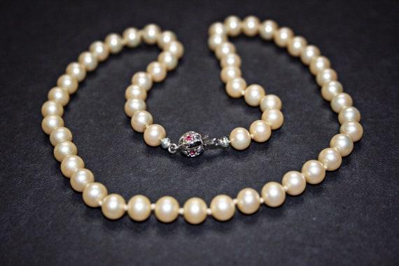 Vintage Faux Pearl Necklace - image 7