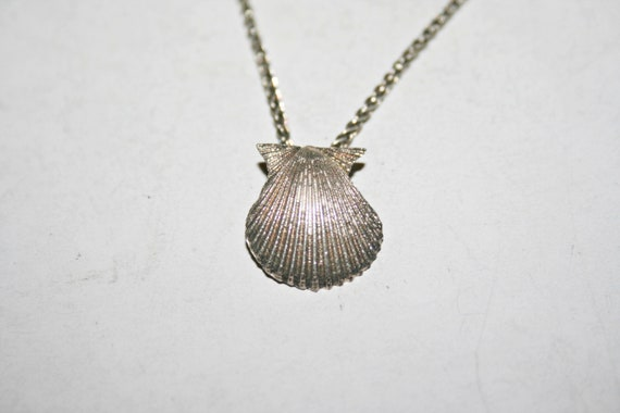 Vintage Sterling Silver Puffy Seashell Clam Pendant Necklace