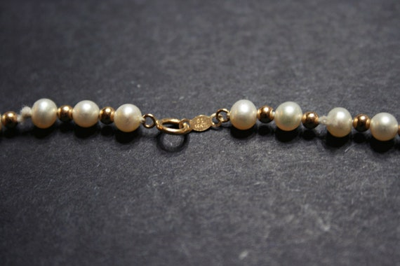 Vintage 14k Gold and White Pearl Necklace - image 4