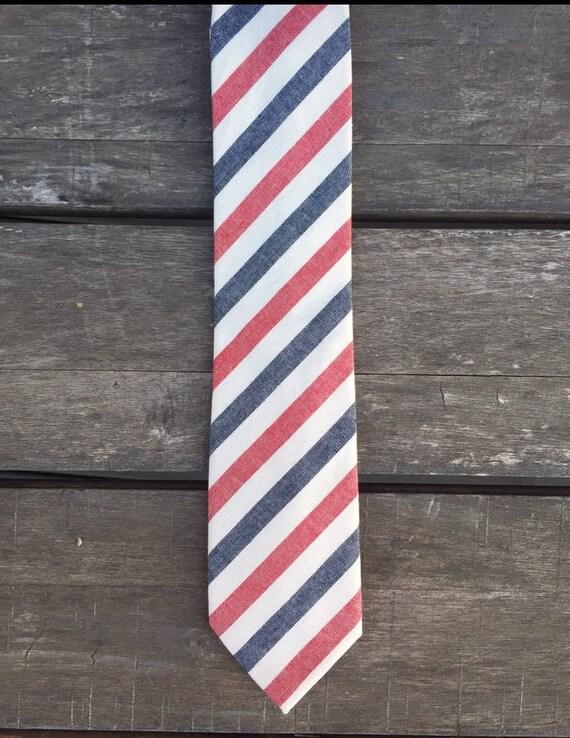 Cravate à rayure rouge blanc et bleu   cravate de mariage   fait à la main   le marié   Idées de mariage   Col cravate   cravate Slim  