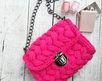 Tshirt yarn crochet bag