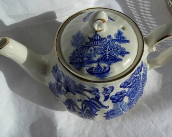 Vintage Small Sadler Willow Pattern Teapot