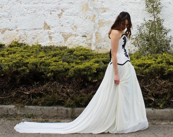 Black and White Wedding Dress, Wedding Dress with Black Lace, Bridal Dress Gothic, White and Black Lace Wedding Dress, Whimsical Bridal Gown