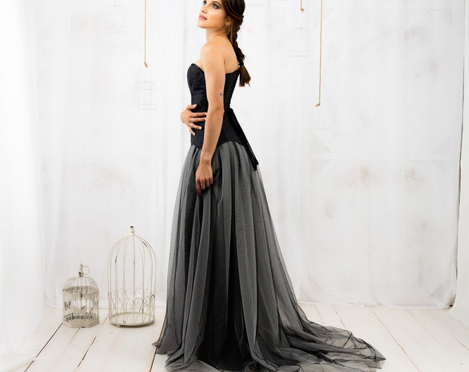 Black ombre wedding dress with mesh tulle sheer skirt for medieval dark fairy bridal, Black grey huge layered skirt gown gothic style bride