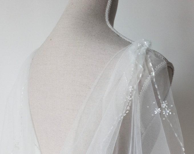 Off White Wedding Cloak, Tulle Long Cape, Wedding Cape For Bride, Ethereal Cape, Alternative Veil, Fantasy wedding, Bridal Cape Veil,Cosplay