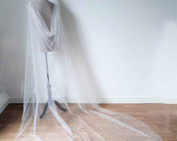Off White Wedding Cloak, Tulle Long Cape, Wedding Cape For Bride, Ethereal Cape, Alternative Veil, Fantasy wedding, Bridal Cape Veil,Cosplay