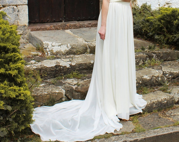 Minimalist wedding skirt with train, Ivory bridal skirt for modest wedding dress, Simple bridal separates, Chiffon mat skirt, Trained skirt