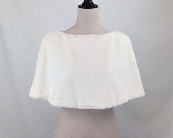 Short wedding lined capelet made of ivory soft faux fur great bridal cape for winter wedding perfect snow queen costume for wedding props