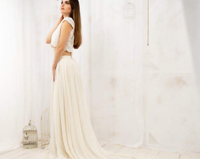 Wedding skirt and top with cap sleeves for bohemian bride, Bridal two piece dress boho with lace crop top, Sophisticated romantic gown ivory