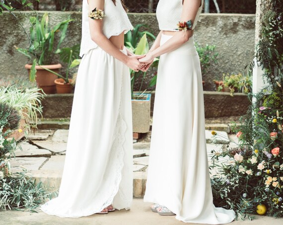 Bohemian wedding skirt made of ivory rustic linen and lace with a little train perfect for boho and rustic wedding great bridal separates