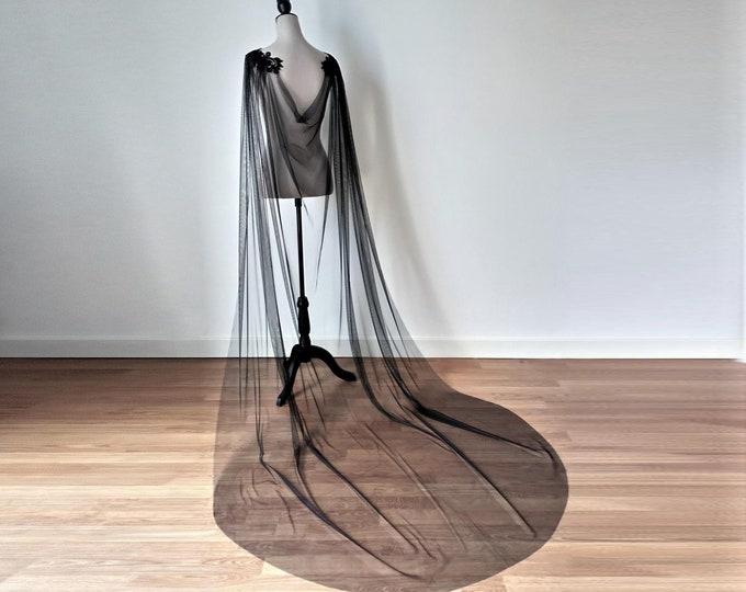 Black bridal cape veil for dark and moody wedding, Black shoulder cape, Tulle lace black wedding cloak, Bridal unique cape, Alternative veil