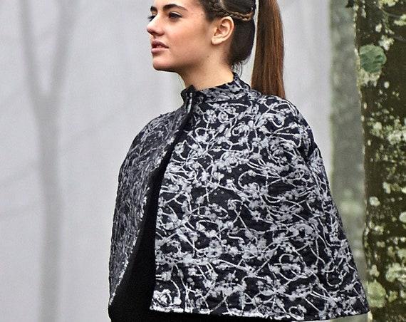 Black Wool Cape, Winter Short Poncho, Pagan Wool Cloak, Women Grey Capelet, Woodland Cloak, Short Wool Coat, Haute Couture Cloak, Cover Up