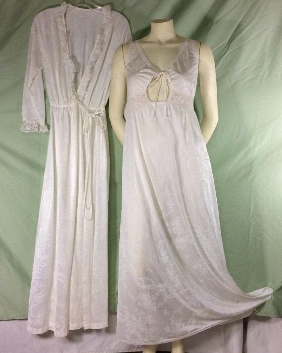 Miss Elaine Peignoir White Small Robe Medium Gown