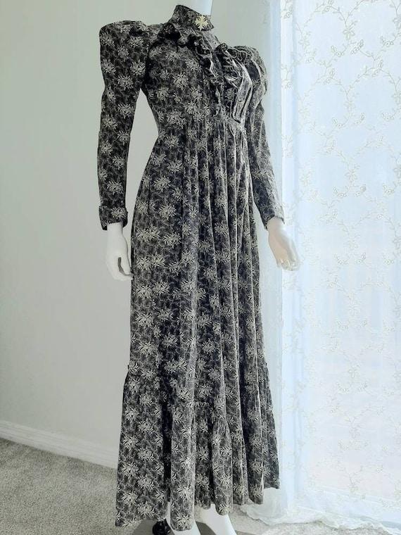Rare Antique Victorian 1900 Gothic Calico Wrapper… - image 3