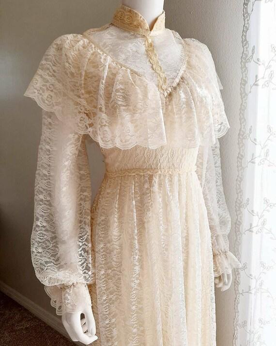 Vintage Victorian Style Romantic Lace Prairie Cott