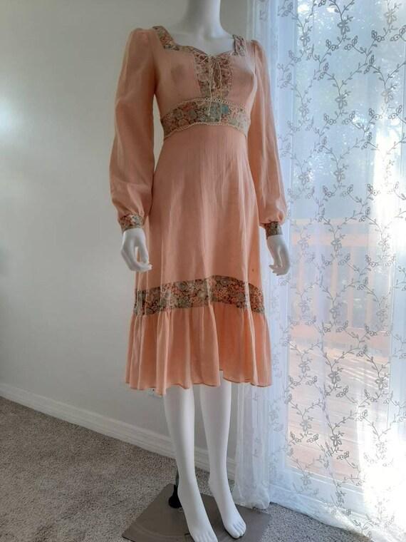 Vintage 1970s Peach Cheesecloth Cotton Prairie Cot
