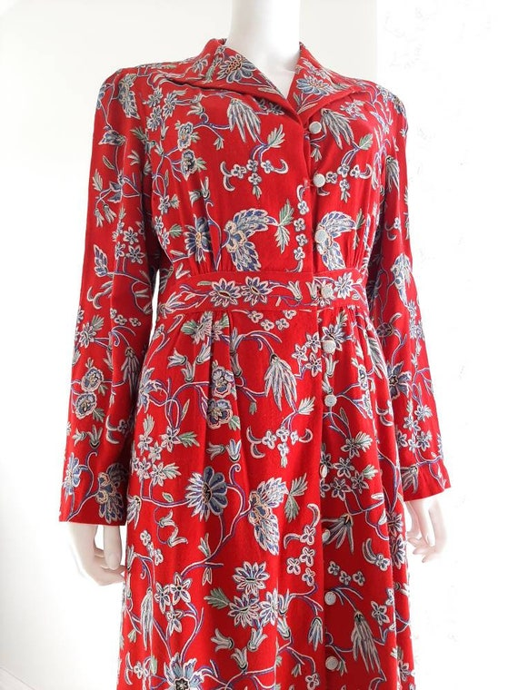 Exceptional 1930s Embroidered Floral Crewel Red Ro