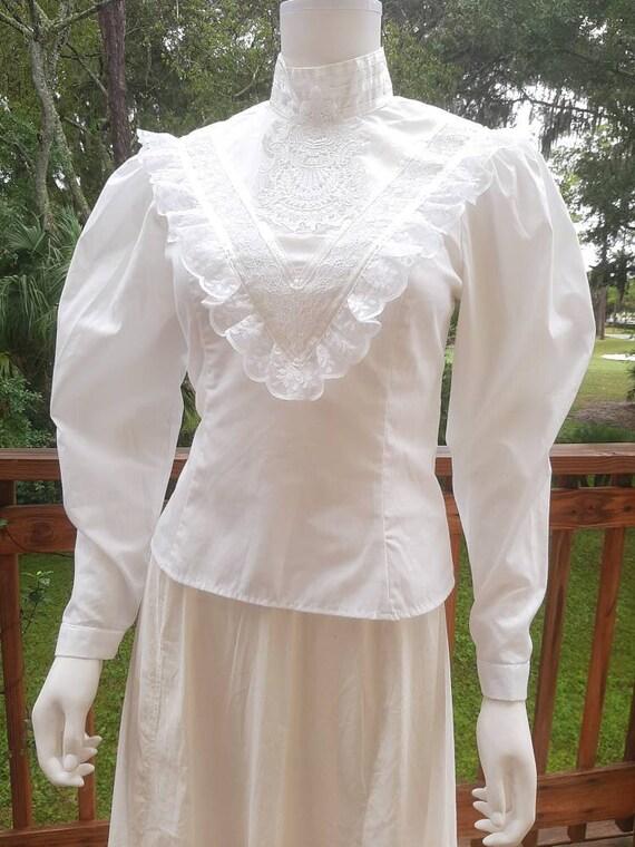 Vintage Antique Gunnies Victorian White Lace Mutto