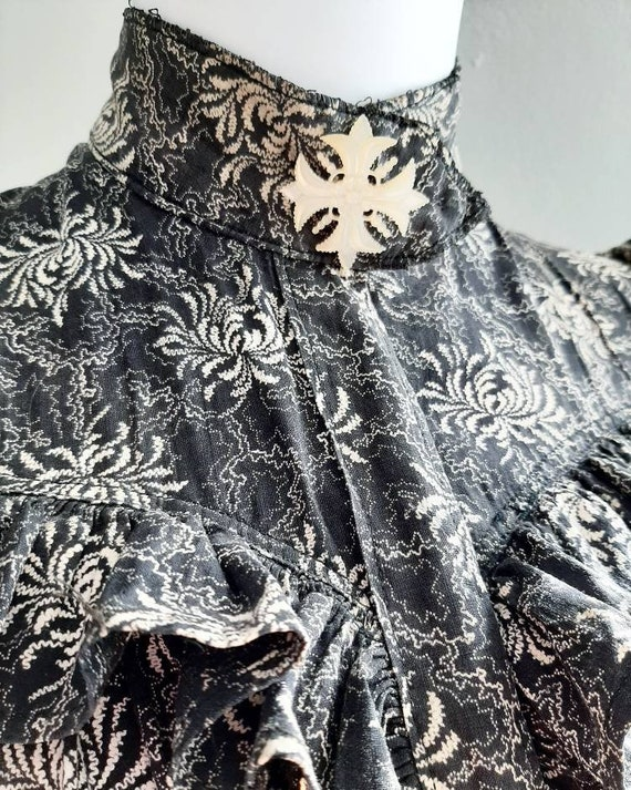 Rare Antique Victorian 1900 Gothic Calico Wrapper… - image 5