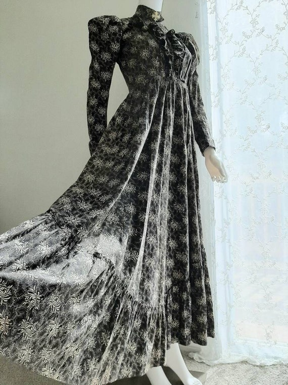 Rare Antique Victorian 1900 Gothic Calico Wrapper… - image 2