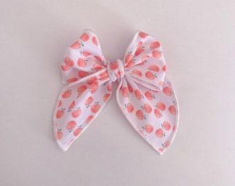 Peaches hair bow