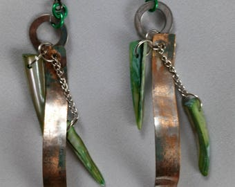 Hammered metal and shell point earrings