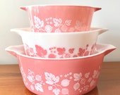 Set of 3 vintage pink Gooseberry Pyrex casserole dishes (American)