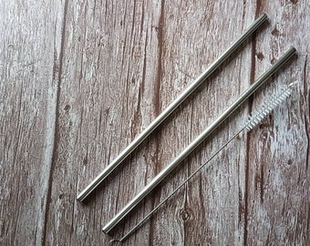 Metal straw and straw cleaning brush set. 2 reusable straws
