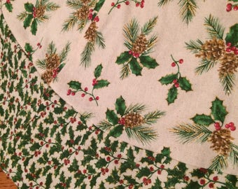 Christmas Tree Skirt - Holly and Berries