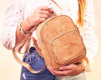 Small backpack in natural and golden cork. Vegan friendly vegetable leather. Yok Cork Shop
