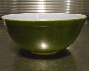 Pyrex Green Verde #404 mixing bowls