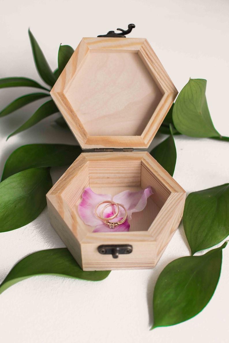 Handmade Rustic Geometric Wooden Ring Box Modern Wedding Jewelry Personalized  Hexagon Ring Box Custom Decoration Vintage Ring Box
