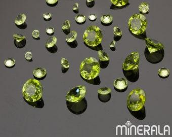 Grass green color 9.25CTS Natural Peridot from Pakistan Heart shape Cabochon peridot