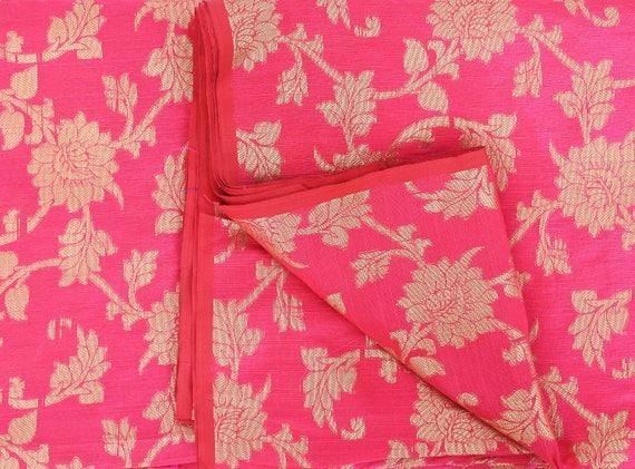 fd816c60664c ... Par la Cour de soie brocart indien tissu rose et or Floral tissage -  tissus indien ...