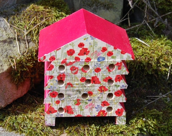 Red & White Poppies Meadow Flowers - Wooden Bee Hive House - Insect House - Bug Hotel - Bee House - Gardening Gift - Garden - Scottish Gifts