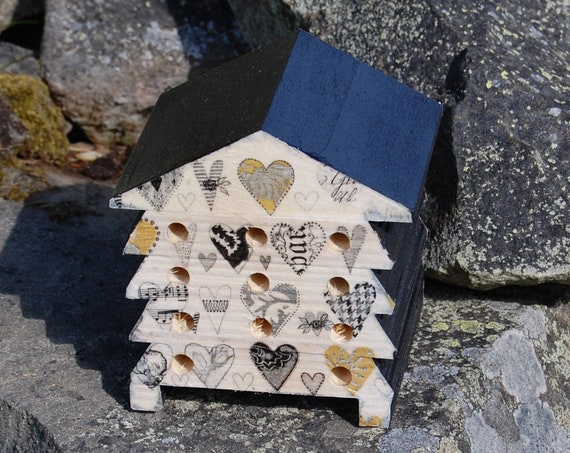 Love My Garden Heart - Wooden Bee Hive House - Insect House - Bug Hotel - Bee House - Gardening Gifts - Garden - Scottish Gifts