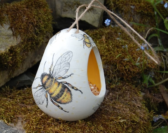 Busy Bee Bees Two Tone White and Yellow Ceramic Wild Bird Seed Feeder  - Gardening Gifts - Scottish Gifts - Birds - Apple - Balls