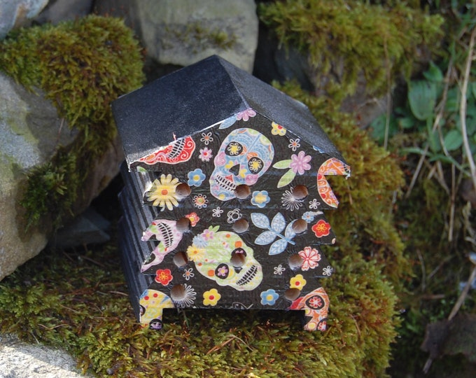 Skull - Sugar Skull - Day of The Dead - Wooden Bee Hive House - Insect House - Bug Hotel - Bee House - Gardening - Garden - Gothic - Goth