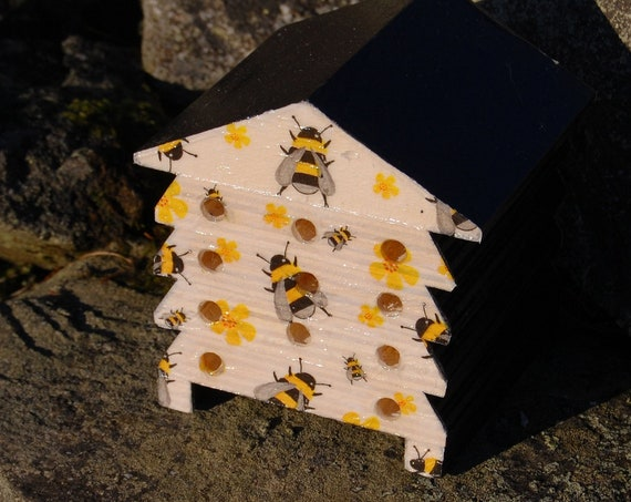 Busy Bee Bumble Bee - Wooden Bee Hive House - Insect House - Bug Hotel - Bee House - Gardening Gifts - Garden - Scottish Gifts