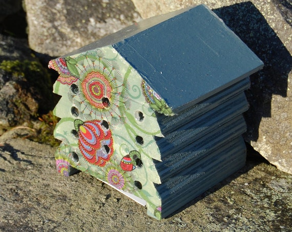 Retro Green Floral Flower - Wooden Bee Hive House - Insect House - Bug Hotel - Bee House - Gardening Gifts - Garden - Beehive