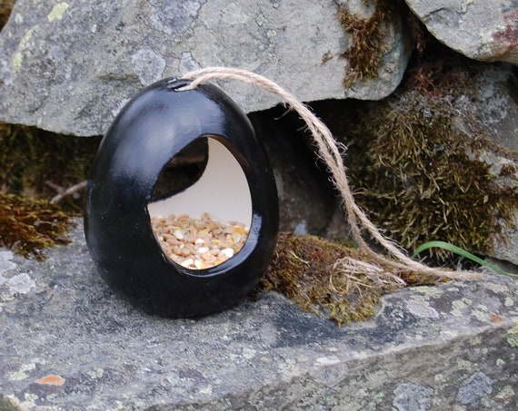Two Tone Black and White Ceramic Wild Bird Seed Feeder  - Gardening Gifts - Scottish Gifts - Birds - Apple - Balls