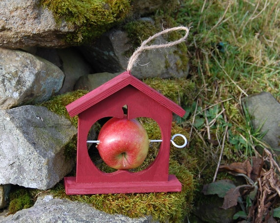 Winter Berry Wooden Bird Feeder  - Gardening Gifts - Scottish Gifts - Birds - Apple - Balls - Scotland - Gardener - Nature - Garden