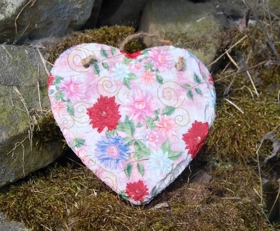 Red & Pink Dahlias Slate Heart Hanger - Hanging Heart  - Garden Decor - Decorative Sculpture